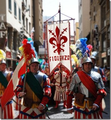 fiorenza-gonfalone-corteo-storico
