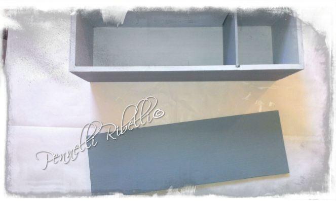 Prima  colorazione, grigio-azzurro l'esterno e più chiaro l'interno per trovare meglio le cose!